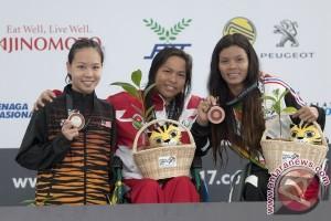 Emas Renang Punggung 100 M Putri