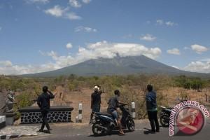 BMKG menyebut debu vulkanik Gunung Agung belum terdeteksi