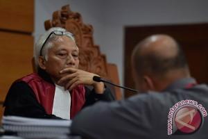 KPK serahkan bukti komunikasi Novanto di kasus KTP-e