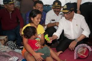 Menhub salurkan bantuan pengungsi Gunung Agung