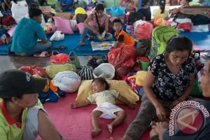 Menpora beri semangat kepada pengungsi Gunung Agung