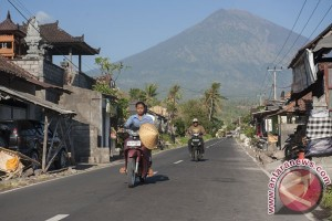 Gubernur Bali nyatakan darurat penanganan pengungsi Gunung Agung