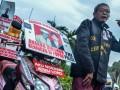 Aktivis Jaringan Solidaritas Korban untuk Keadilan (JSKK) menggelar aksi Kamisan ke-509 di depan Istana Merdeka, Jakarta, Kamis (12/10/2017). Aksi damai JSKK tersebut meminta pemerintah mewujudkan komitmen dalam menyelesaikan kasus pelanggaran HAM berat pada masa lalu.(ANTARA/Bernadeta Victoria)