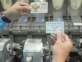 Pegawai melakukan pengecekan proses pemasukan data kartu Mandiri e-Money di sentra Mandiri, Jakarta, Jumat (13/10/2017). Mengantisipasi pemberlakuan sistem pembayaran elektronik pembayaran jalan tol pada 31 Oktober mendatang, Bank Mandiri meningkatkan kapasitas produksi kartu e-Money menjadi 70.000 kartu perhari sejak awal bulan ini, dari kisaran 10.000 sebelumnya, serta Perseroan berencana menambah jumlah kartu e-Money yang beredar hingga sebanyak 3 juta kartu hingga akhir tahun ini. (ANTARA /Muhammad Adimaja)