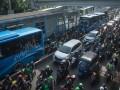 Menerobos Jalur Busway