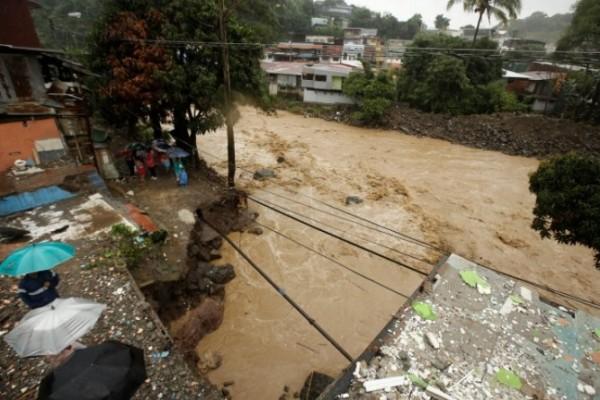Duel Kosta Rika Versus Honduras Ditunda Karena Badai Nate