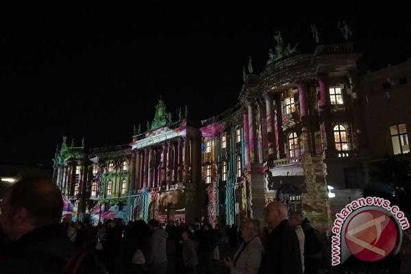 Kala Warna Warni Cahaya Membalut Berlin