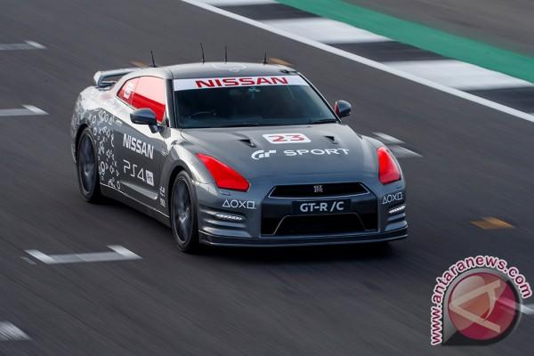 Permalink to Dikendalikan dengan stik game, Nissan GT/RC melesat di Silverstone