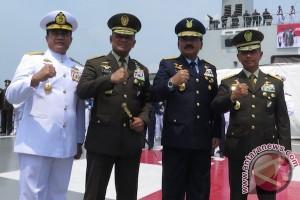 Pimpinan puncak TNI tabur bunga di Selat Sunda
