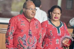 Gubernur Papua Serahkan LHKPN