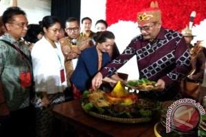 Djarot potong tumpeng buka Festival Ragam Nusantara