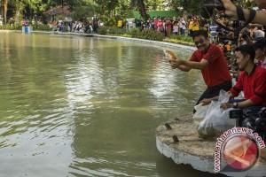 Djarot tebar bibit ikan di Taman Situ Lembang