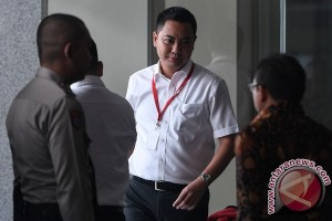 KPK periksa anggota DPR fayakhun kasus korupsi Bakamla