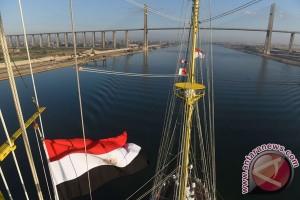 KRI Bima Suci Melintasi Terusan Suez