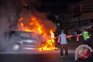 Mobil Terbakar Di Semarang