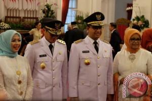 "Bersumpah jabatan di depan Jokowi, Anies ikrarkan diri ""gubernur untuk semua"""