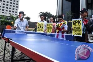 Aksi Tenis Meja Setnov-KPK