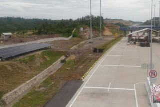 Len Industri bangun PLTS di lokasi tol Trans Sumatera