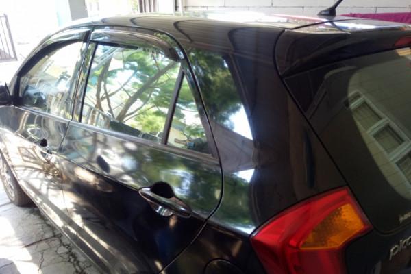 Mencuci kaca mobil sebaiknya tak pakai sabun, kenapa?