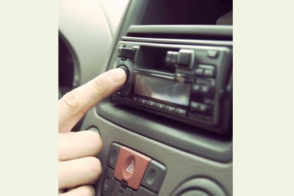 Musik di mobil bisa ganggu konsentrasi, perlambat reaksi