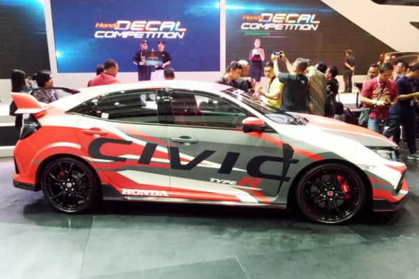 """Honda pamerkan Civic Type R berbalut stiker """"Decal Competition"""""""