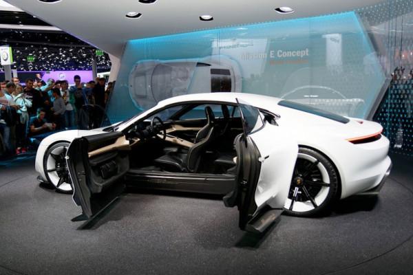 Taycan, nama mobil listik Porsche calon pesaing Tesla