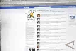 Sering Update Status Facebook = Norak?