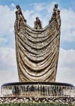 Patung Kontroversial Tiga Mojang Berhasil Dirobohkan