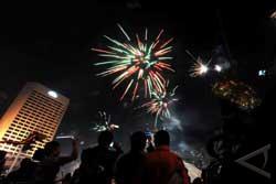 Letusan Petasan Meriahkan Malam Takbiran di Medan