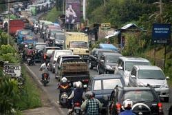 Ribuan Pengemudi Tujuan Jakarta Terjebak Lima Jam