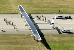 Pesawat Tenaga Surya Bisa Terbang Malam Hari?