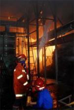 Kebakaran Melanda Pabrik Minyak Kelapa di Surabaya