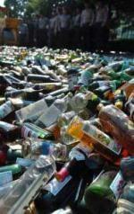 Satpol PP Lebak Musnahkan Ribuan Botol Miras