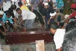 Allahu Akbar Iringi Pemakaman Noordin M Top