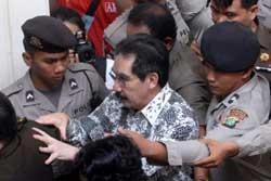 Antasari Azhar Dipindah Lagi ke LP Tangerang
