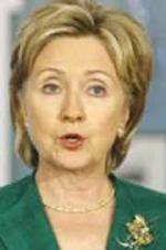 Hillary Tunda ke Teluk Karena Suami Sakit
