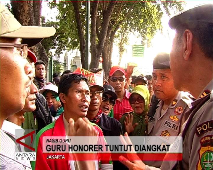 Guru Honorer Tuntut Diangkat